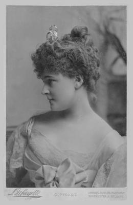 1913_countess_evelyn_france